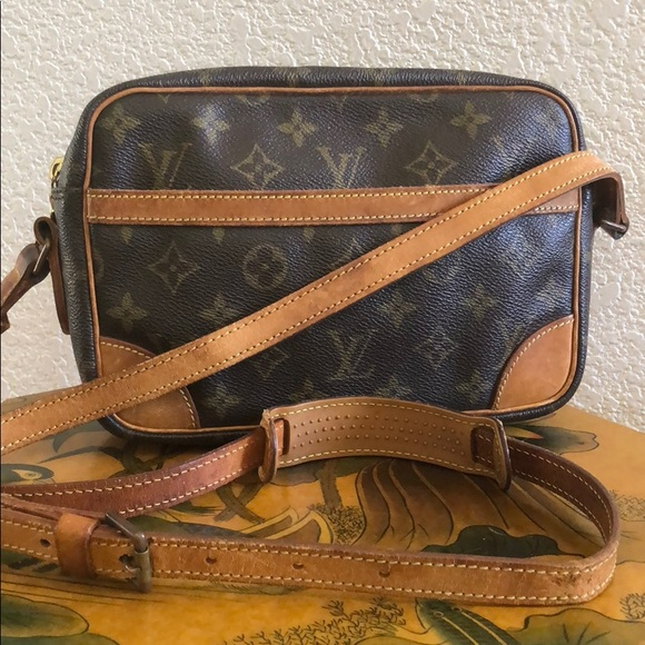 Louis Vuitton Handbags - Authentic Vintage LV Trocadero 23 Crossbody Bag